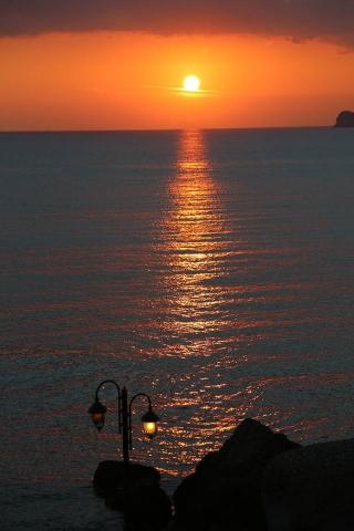 그리스 크레타섬 석양 가로등